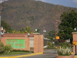 Terreno En Ventaen Municipio San Diego, La Cumaca, Venezuela, VE RAH: 20-10395