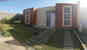 Casa En Ventaen Coro, Intercomunal Coro La Vela, Venezuela, VE RAH: 20-10433