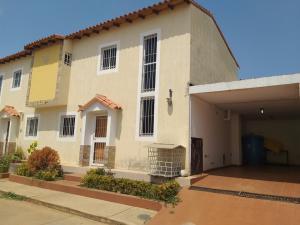 Townhouse En Ventaen Ciudad Ojeda, Las Morochas, Venezuela, VE RAH: 20-10445