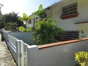 Townhouse En Ventaen Caracas, Los Naranjos Del Cafetal, Venezuela, VE RAH: 20-10582