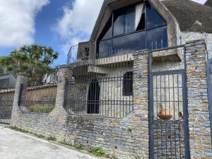 Casa En Ventaen Caracas, Los Guayabitos, Venezuela, VE RAH: 20-10678