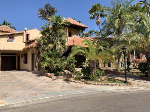 Casa En Ventaen Lecheria, Las Villas, Venezuela, VE RAH: 20-10902