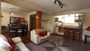 Apartamento En Ventaen Caracas, Los Chaguaramos, Venezuela, VE RAH: 20-11190