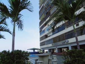 Apartamento En Ventaen Catia La Mar, Playa Grande, Venezuela, VE RAH: 20-11031