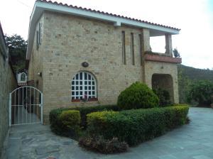 Casa En Ventaen San Antonio De Los Altos, Club De Campo, Venezuela, VE RAH: 20-11039