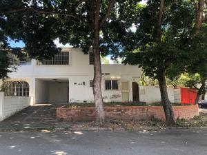 Casa En Ventaen Caracas, El Cafetal, Venezuela, VE RAH: 20-11323