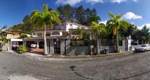 Casa En Ventaen Caracas, Los Naranjos Del Cafetal, Venezuela, VE RAH: 20-11192