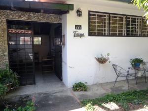 Casa En Ventaen Caracas, Santa Eduvigis, Venezuela, VE RAH: 20-12384