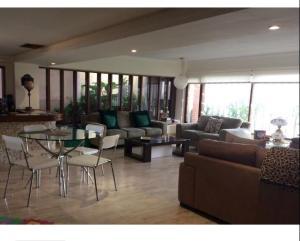 Apartamento En Alquileren Maracaibo, Avenida El Milagro, Venezuela, VE RAH: 20-11212
