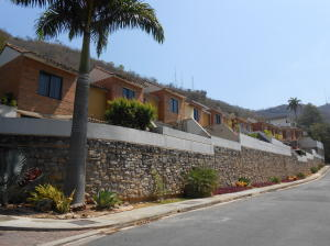 Townhouse En Ventaen Valencia, Lomas Del Este, Venezuela, VE RAH: 20-11365