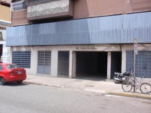 Local Comercial En Alquileren Maracay, Avenida Bolivar, Venezuela, VE RAH: 20-11419