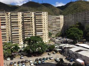 Apartamento En Ventaen Caracas, Caricuao, Venezuela, VE RAH: 20-11493