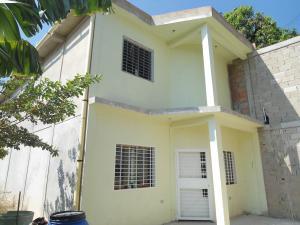 Townhouse En Ventaen Turmero, Los Caobos, Venezuela, VE RAH: 20-11494