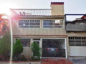 Casa En Ventaen Guatire, Country Club Buena Ventura, Venezuela, VE RAH: 20-11567