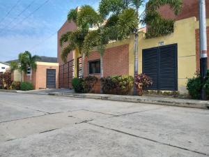 Casa En Ventaen Municipio Naguanagua, Manantial, Venezuela, VE RAH: 20-11818