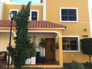 Townhouse En Ventaen Maracaibo, Doral Norte, Venezuela, VE RAH: 20-11691