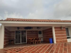 Townhouse En Ventaen Tucacas, Tucacas, Venezuela, VE RAH: 20-11826
