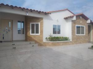 Casa En Ventaen Punto Fijo, Puerta Maraven, Venezuela, VE RAH: 20-11845