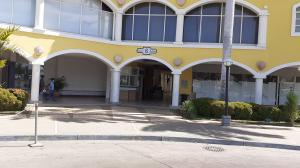 Local Comercial En Ventaen Lecheria, Complejo Turistico El Morro, Venezuela, VE RAH: 20-10790