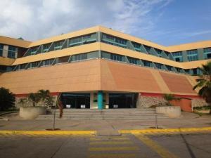 Local Comercial En Ventaen Lecheria, Complejo Turistico El Morro, Venezuela, VE RAH: 20-12161