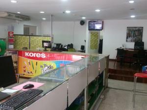 Local Comercial En Alquileren Caracas, Parroquia La Candelaria, Venezuela, VE RAH: 20-12220