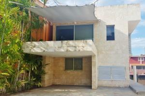 Casa En Ventaen Lecheria, Complejo Turistico El Morro, Venezuela, VE RAH: 19-5838
