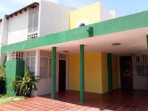 Townhouse En Alquileren Maracaibo, Monte Claro, Venezuela, VE RAH: 20-12340