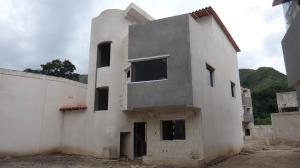 Casa En Ventaen Maracay, Barrio Sucre, Venezuela, VE RAH: 20-12792