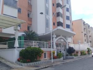 Apartamento En Ventaen Maracay, Los Chaguaramos, Venezuela, VE RAH: 20-12885