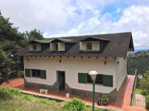 Casa En Ventaen Parroquia Carayaca, El Pozo, Venezuela, VE RAH: 20-12911