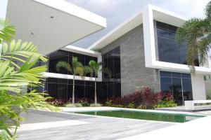 Casa En Ventaen Lecheria, Las Villas, Venezuela, VE RAH: 20-13085