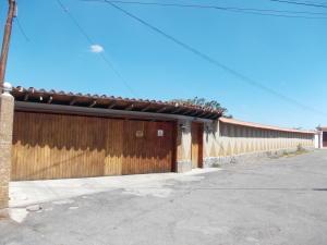 Casa En Ventaen El Junquito-Vargas, El Junko Country Club, Venezuela, VE RAH: 20-13115