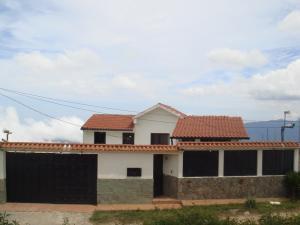Casa En Ventaen El Junquito-Vargas, El Junko Country Club, Venezuela, VE RAH: 20-13327