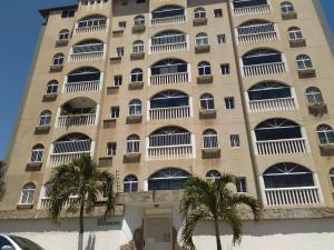 Apartamento En Ventaen Catia La Mar, Playa Grande, Venezuela, VE RAH: 20-13443
