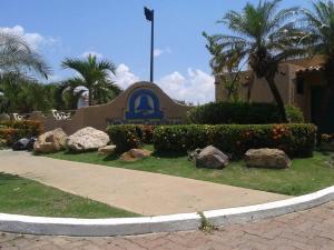 Apartamento En Alquileren Lecheria, Complejo Turistico El Morro, Venezuela, VE RAH: 20-13444