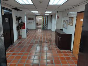 Galpon - Deposito En Ventaen Caracas, Parroquia Altagracia, Venezuela, VE RAH: 20-13576