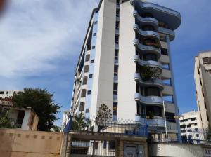 Apartamento En Ventaen Parroquia Caraballeda, Caribe, Venezuela, VE RAH: 20-15261