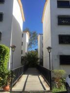 Apartamento En Ventaen Los Teques, Parque Residencial La Quinta, Venezuela, VE RAH: 20-13762