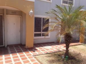 Townhouse En Ventaen Maracaibo, Via La Concepcion, Venezuela, VE RAH: 20-13849