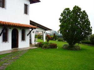 Casa En Ventaen Caracas, La Lagunita Country Club, Venezuela, VE RAH: 20-14474