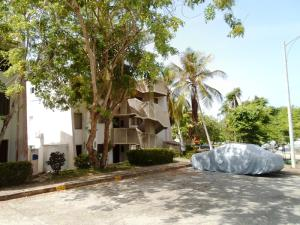 Apartamento En Ventaen Margarita, Guacuco, Venezuela, VE RAH: 20-14525