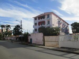 Apartamento En Ventaen Margarita, Sector San Lorenzo, Venezuela, VE RAH: 20-14727