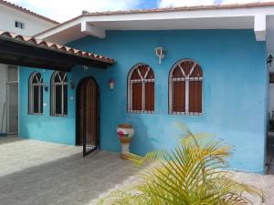 Casa En Ventaen Los Teques, Municipio Guaicaipuro, Venezuela, VE RAH: 20-14936