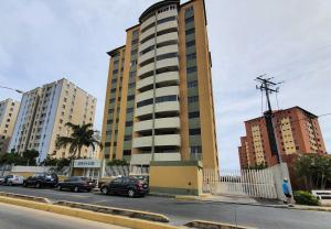 Apartamento En Alquileren Lecheria, Av Diego Bautista Urbaneja, Venezuela, VE RAH: 20-15127