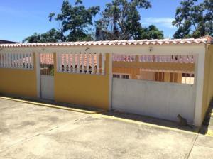 Casa En Ventaen Higuerote, Higuerote, Venezuela, VE RAH: 20-15173