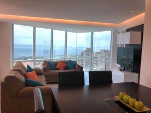 Apartamento En Ventaen Maracaibo, Avenida El Milagro, Venezuela, VE RAH: 20-15200