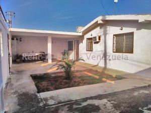 Casa En Ventaen Punto Fijo, Puerta Maraven, Venezuela, VE RAH: 20-8782