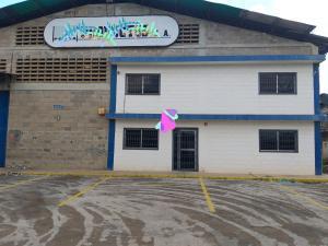 Galpon - Deposito En Ventaen Maracaibo, Zona Industrial Sur, Venezuela, VE RAH: 20-15360
