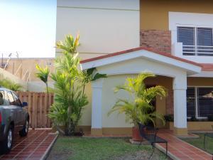 Townhouse En Ventaen Maracaibo, Avenida Universidad, Venezuela, VE RAH: 20-15374