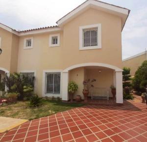 Townhouse En Alquileren Maracaibo, Avenida Milagro Norte, Venezuela, VE RAH: 20-11207